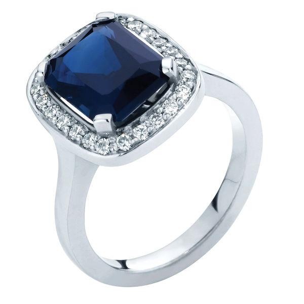 Regal Platinum Engagement Ring
