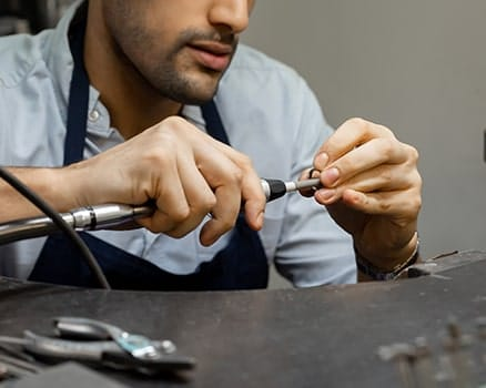 Learn to make your own wedding ring with the help of an expert jeweller in the Larsen Studio