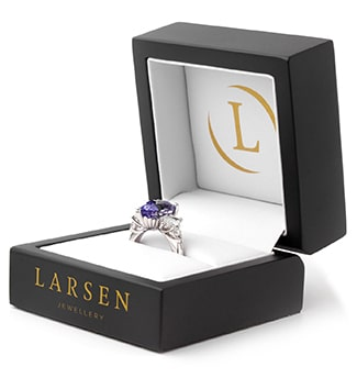 The ring that Locky from the Bachelor Australia gave to the winner, Irena 2020 season 8.