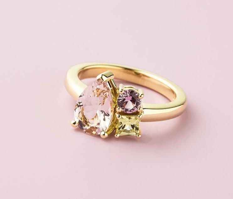Asymmetrical three stone ring-min